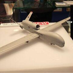 独特の形状を持つ尾翼や胴体などを完全再現プラッツ 1/72 【AC-04】RQ-4B グローバルホーク Bl...