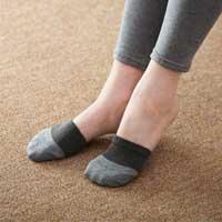◆ムレずに快適、つま先あったか。靴下やストッキングと重ね履きしてもかさばらない!備長炭発...