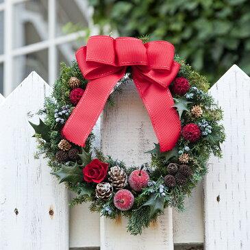 赤いリボンのシックなクリスマスリース フォーマルな聖夜を彩る大人のリース 赤いバラのプリザーブドフラワー クリスマスリース