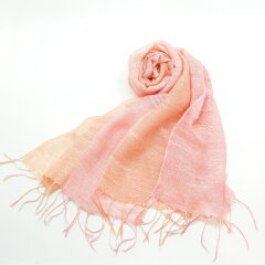カラーを2色に染め分けされた桜染ならではのやさしい色合いが特徴の、麻混マフラー。【送料無料...