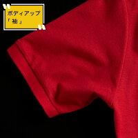 還暦祝い、プレゼント。父母友人上司に、赤いポロシャツの袖のアップ