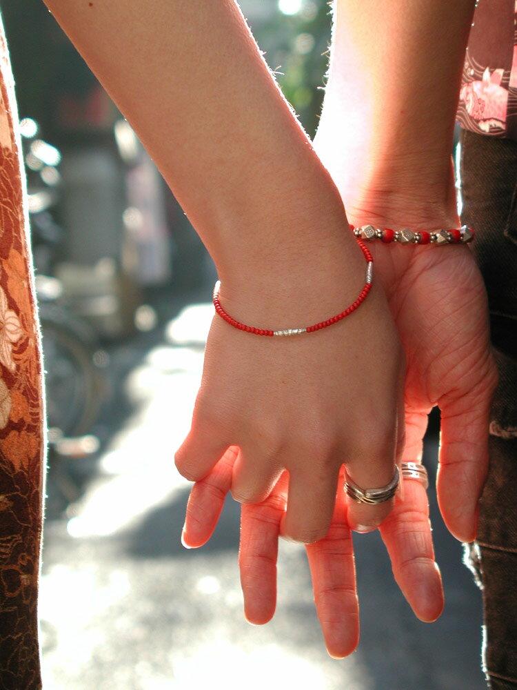 カレン族シルバーブレスレット/アンティークビーズ 歳月を積み重ねたものだけが持つ赤 [ ホワイト