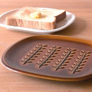 トースト 皿 トーストプレート 【 クッチーナ 】 パン皿 トースト 皿 朝食 プレート かわいい 白 ブラウン 食洗機 レンジ 対応 クラスト crust トウジキトンヤ プレゼント ギフト おしゃれ 雑貨