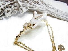 【着後レビューでゆうメール送料無料】小枝に乗って一休みするウサギの姿ウサギ ブレスレット ...