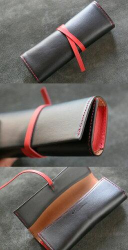 糸は赤い糸で縫われています。