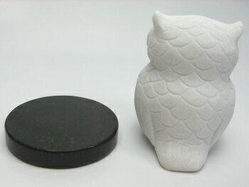 白玉フクロウ小サイズ(台座付き)《石ふくろう》《石フクロウ》