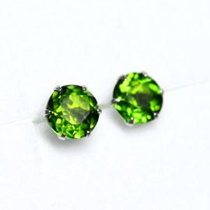 4 ミリラウンド diopside earrings