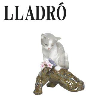 【MAX1,000円OFFクーポン】リヤドロ 動物 LLADRO 桜の咲くころ-仔猫 8382 ギフト・のし可 北海道・沖縄は別途540円加算