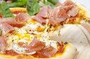 イタリア産生ハムとプレミアチーズ冷凍ピザ1枚★イタリア産の生ハムプロシュートをトッピング別梱包♪★高級モッツアレラとチェダー・ステッペンをブレンド♪★こんがりと焼いたチーズに生ハムをトッピングして♪ワインが更に美味しく♪アソート3枚までOK♪