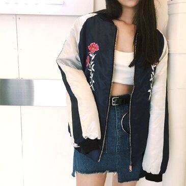 フラワー刺繍と光沢のあるサテン生地ががレディな中綿入りビッグシルエットスカジャン 原宿系 ファッション レディース ゆめかわいい 服 奇抜 派手 個性的 ダンス 衣装 コスチューム ヒップホップ 韓国 大きいサイズ