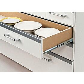 2口コンセント計1200W付き。ミキサーなどのキッチン家電が使いやすい。