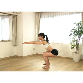 スクワット運動は太もも前側の筋肉(大腿四頭筋)と、お尻の筋肉(大臀筋)を鍛えることが可能。