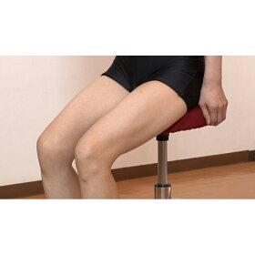 ○シリンダーの真上に重心が来るように、座面前部2/3を目安に腰掛けてください。