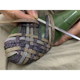 1足1足、手編みで作っているので、1人の職人が1日6足しか作れません。このフィット感は手編みならでは!