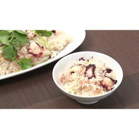 【タコ飯】タコには生活習慣予防や疲労回復に効果のあるタウリンが含まれてます。タコとピリっと生姜の効いた炊き込みご飯です。