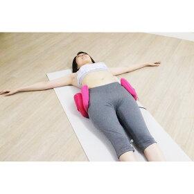 骨盤ケアコースは、骨盤を包むように使用。サイドのエアーバッグが「締める」!締めながらのストレッチで、骨盤周りの筋肉を刺激。