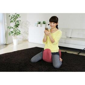 脚を前に出した長座、あぐら、正座などお好きな体勢でお座りください。