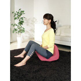 座ると自然に背筋が伸び、骨盤が立った美姿勢に!すると骨盤周りの筋肉に自然とスイッチが入り、座っている時間がスリムを目指す時間に!