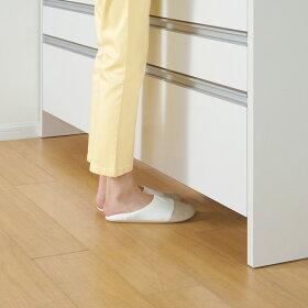 台の下につま先が入るので立ちながらの作業がラクチン。