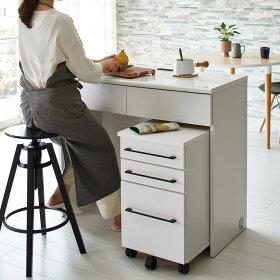 ハイスツールと合わせて、パソコン作業や簡単な調理などキッチンのワークスペースに。