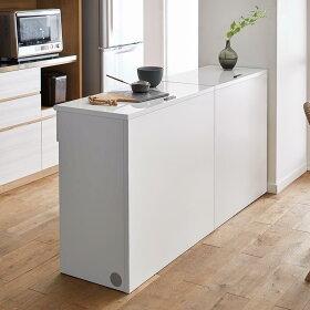 盛り付けなどの調理スペースに使えて、キッチンとダイニングの間仕切りにも。