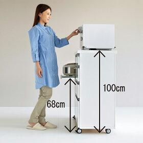 高さは100cmとハイタイプで、調理家電が腰をかがめず使えて、収納量も確保した設計。