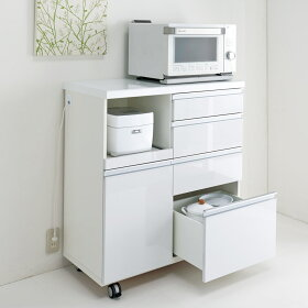 ホワイトは光沢が美しくお手入れもしやすい素材です。