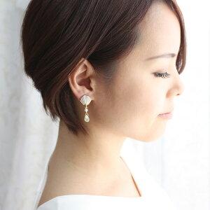 ホワイト貝殻とチェコオーロラ雫のイヤリング/イヤークリップ【日本製】