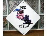 AtPlayプレート【パグが遊んでいます】犬雑貨犬グッズ輸入雑貨ウェルカムボード