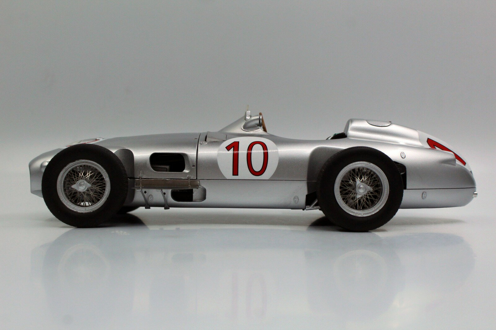 GP Replicas 1/18 ミニカー レジン プロポーションモデル1955年ベルギーGP優勝モデル メルセデスベンツ F1 W196 No.10 J.M.Fangio MERCEDES BENZ - F1 W196 N 10 WINNER BELGIAN GP JUAN MANUEL FANGIO 1955 WORLD CHAMPION 1:18 GP Replicas