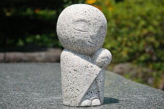 お地蔵様の彫刻品