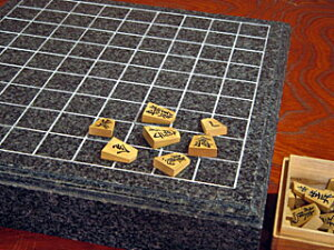 将棋コレクターの方必見!黒系御影石で制作した将棋盤です。天板は銀杏面加工が施され高級感漂...