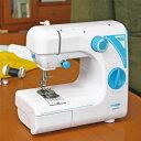 クマザキエイム ポータブル ミシン UFR-727 ホワイトブルー 本体サイズ 幅30×奥行26.6×高さ18cm 重量2.2kg 商品説明 ●電源:AC100V(50/60Hz)●消費電力:4W●縫い方:直線縫い、まつり縫い、ジグザグ縫い、ボタン穴縫い●ダイヤルの組み合わせで選べる縫い模様は19パターン●ボビン、糸通し、針等のアクセサリーを本体に収納出来る引き出し付き●フリーアームで袋縫いや筒縫いもスムーズ●足元のフットスイッチでラクラク操作●手元を明るく照らすLEDライト搭載●付属品:ACアダプタ、フットペダル、糸立て蓋、糸立て棒、針×2(1つは本体に装着)、押さえ(本体に装着)、ボビン×3(1つは本体に内蔵)、糸通し、シームリッパー、取扱説明書 商品補足説明 YAMAZEN ヤマゼン 山善 通販 ミシン 電動ミシン コンパクトミシン 初心者 簡単操作 はじめて みしん ポータブルミシン 入学式 入園式 就学 入園 入学