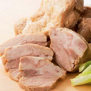 【豚肉】加熱した豚肉を薄味のタレに漬け込みました。このままでオードブル、焼豚の代わりにも...