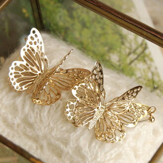 Total series 7,032 pieces sold out! The same motif has two overlapping, like really like flying pencils! Large butterfly earrings swaying in your ear ◆ solid butterfly earrings