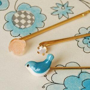 幸せの青い鳥♪何ともいえない表情の小鳥さんのキュートなヘアピンに、スワロフスキークリスタルとバ…