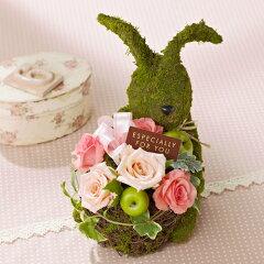 ピンクのバラを抱いたウサギさんが優しさもお届け!アレンジメント「モスラビット~ピンクROSE~」