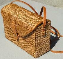 【アタバッグ/No.17】〜バリ島のかごバッグ〜ショルダーバッグミニ皮ひも蓋つきバティック布アジア自然素材オーガニック〉【送料無料】