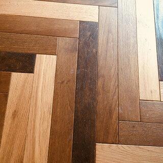 無垢フローリング床材「オーク」ヘリンボーン60mm幅無塗装|ラスティックグレード
