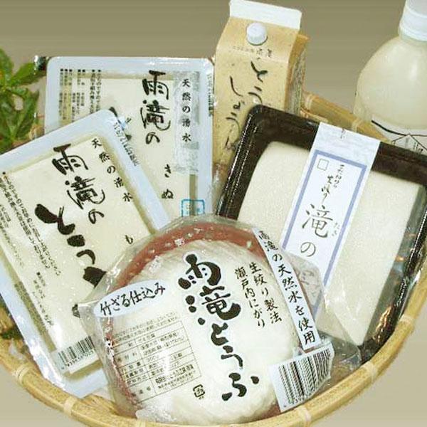 鳥取県産の「サチユタカ」という大豆100%と、天然の湧水を使用しつくられた豆腐の詰め合わせセット。4種類の豆腐+豆乳、醤油までセットになったお得なセットです。食べ比べしても楽しいかもしれませんね。