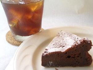 まるで半生チョコレート!!濃厚なチョコの味が、チョコレートケーキ好きな人に人気♪♪濃厚クラ...