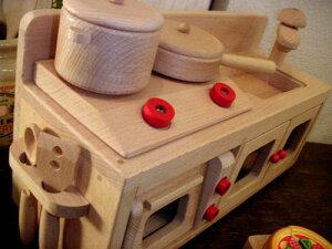 ダイワ ミニキッチンシリーズ ミニキッチンセット〜卓上サイズのコンパクトな木製おままごとキッチンセット。レンジにコンロも付いているおままごとキッチンセットです♪