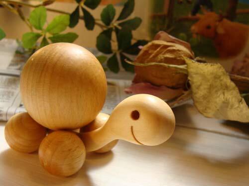 Finkbeiner フィンクバイナー社 コロコロかめさん ママ 小〜ホイールの動きにあわせて、背中の木球がコロコロ回る♪ドイツの木製ホイールトーイです。