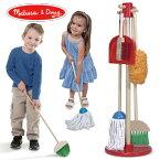 Melissa & Doug メリッサ&ダグ お掃除道具セット おままごと 3歳、4歳の男の子、女の子のお誕生日プレゼントやクリスマスプレゼントにおすすめ。アメリカの大手玩具メーカーMelissa & Doug(メリッサ&ダグ)の木製のおままごと用玩具(おもちゃ)です。