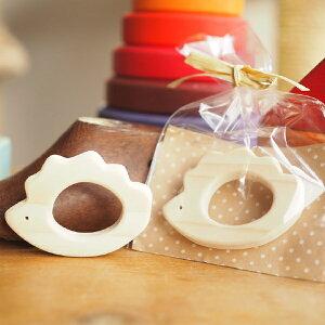 きりかぶ工房 日本製 ヒノキのラトル はりねずみ 男の子、女の子の出産祝いやハーフバースデーにおすすめの、国産木材檜(ヒノキ)を使用した木製ラトル(ガラガラ・歯固め)です。