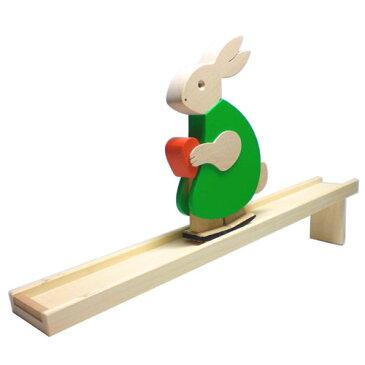 DIHRAS ディラス社 動物の滑り台 カタカタ うさぎ カラー〜チェコ製の癒しの木製玩具。可愛らしいウサギが滑り台をゆっくりトコトコ歩くスロープトイです。ヒーリングトイとしても人気です♪