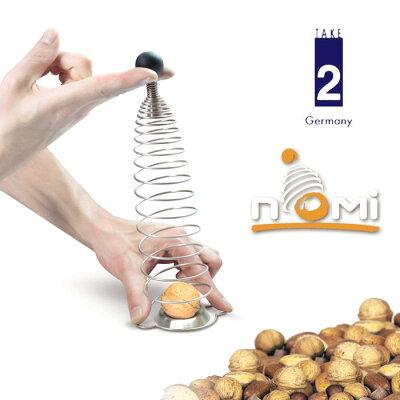ドイツ・テイク2のおもしろアイデアキッチン雑貨です。バネを引っ張り、くるみを割るステンレス...