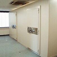 組み立て式なので、テナントビル・高層建築内での設置が可能です[キング工業] 組立金庫室 KR-510