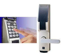 既存の錠前にドア穴加工なし(無加工・現状復帰可能)でドライバー一本で取り付けられる暗証番号...