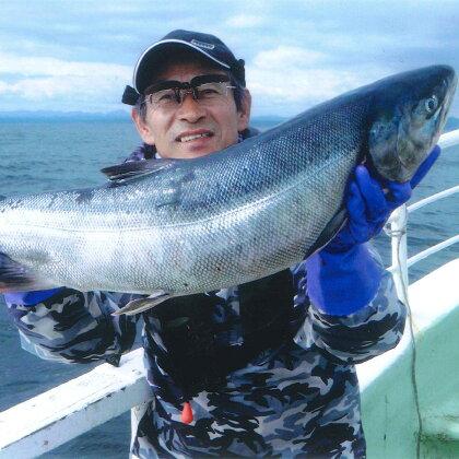 チャーター船での北海道、秋鮭!イカ!の船釣り体験(12名様)